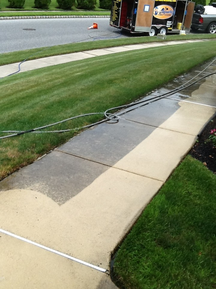 South jersey concrete cleaning aqua boy powerwashing for Best way to power wash concrete