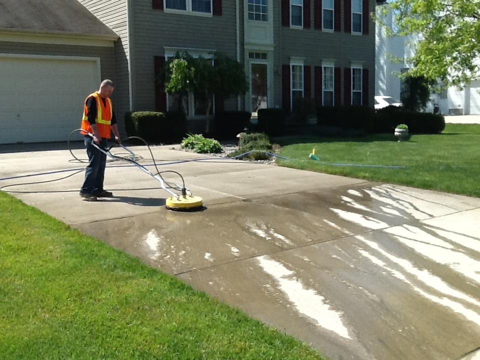 Driveway cleaning marlton aqua boy powerwashing for Best way to clean driveway